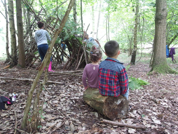 children watching den building